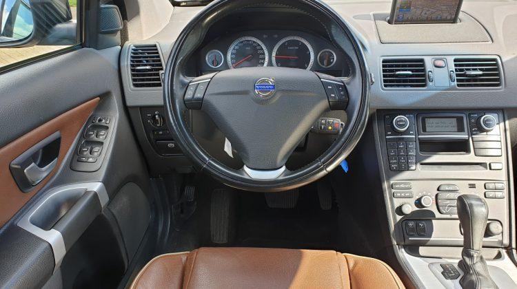 cockpit volvo xc90